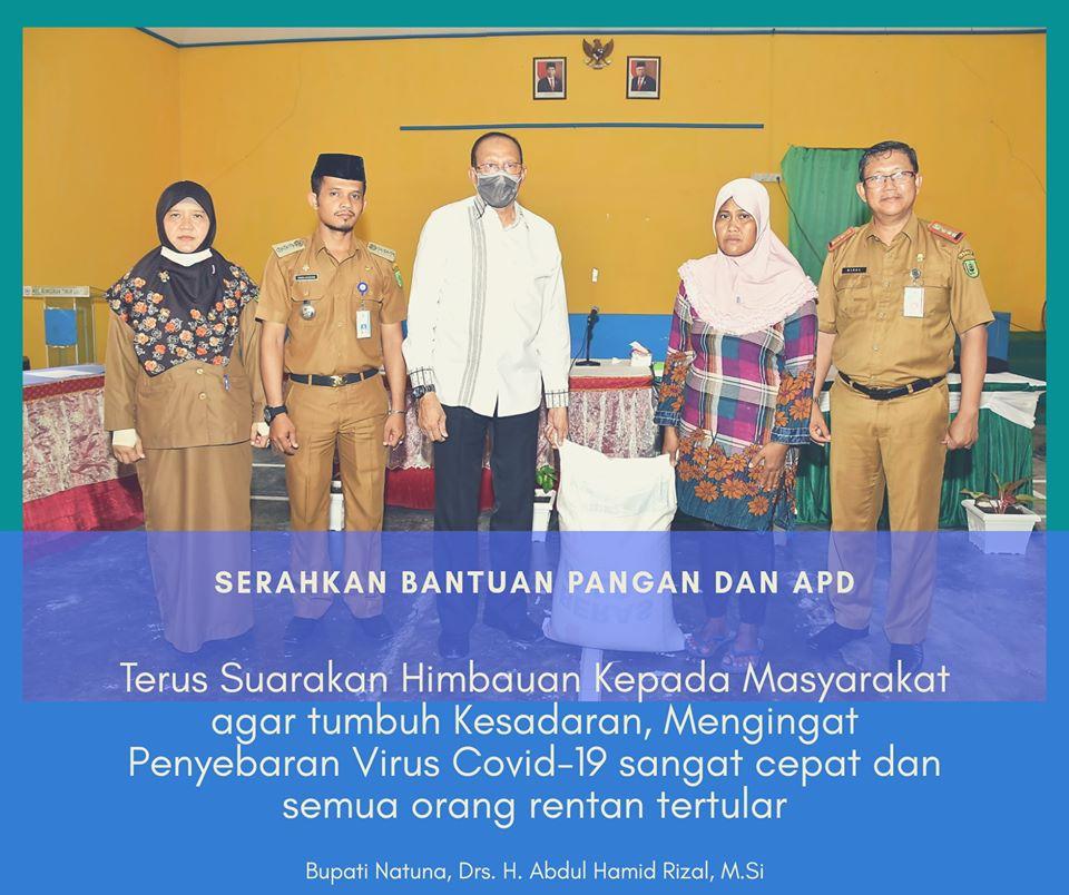 You are currently viewing Bupati Natuna Serahkan Bantuan Pangan dan APD kepada Masyarakat dan Puskesmas