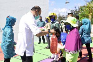 TP PKK Natuna Serahkan Bantuan Peduli Covid Natuna kepada Tukang Ojek dan Petugas Taman