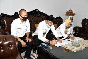 Bupati Natuna Tandatangani NPHD untuk PMI Kabupaten Natuna