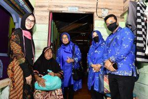 Read more about the article Ketua TP PKK Natuna Bagikan Masker Gratis di Kecamatan Serasan dan Kecamatan Subi