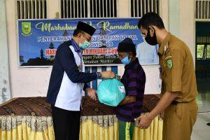 Bupati Natuna Salurkan Bantuan Sembako di Kecamatan Bunguran Selatan