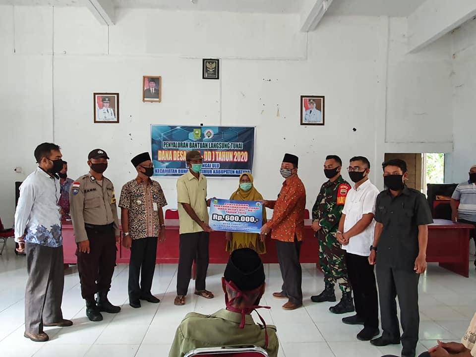 You are currently viewing Wabup Natuna Hadiri Penyaluran BLT-DD Tahun 2020 Desa Sungai Ulu Kecamatan Bunguran Timur