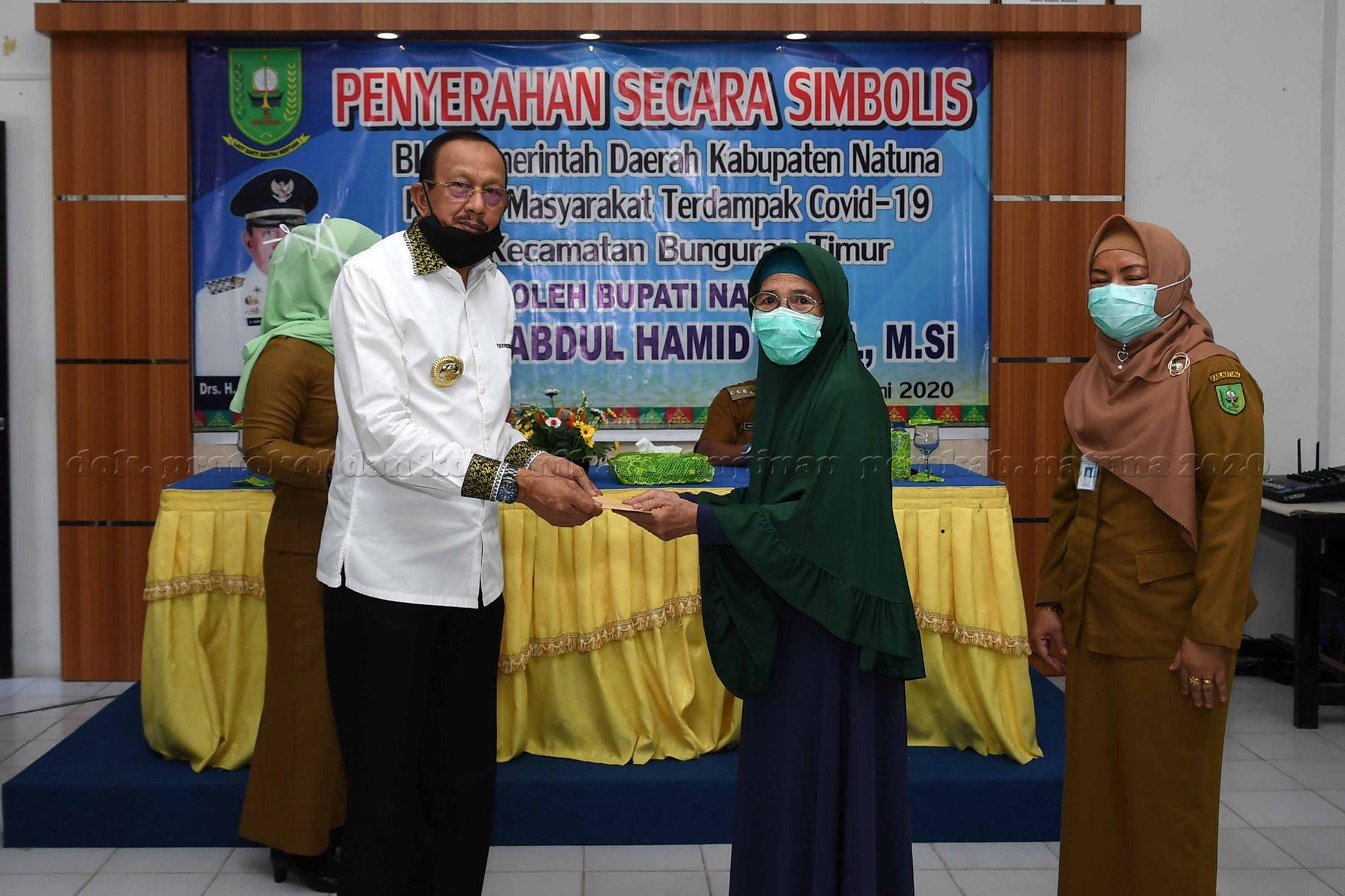 You are currently viewing Bupati Natuna Serahkan BLT bagi Masyarakat Bunguran Terdampak Covid 19